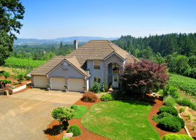 1-web-Newberg-oregon-pinot-noir-luxury-homes-for-sale-small-vineyards-yamhill-county-the-kelly-group-real-estate